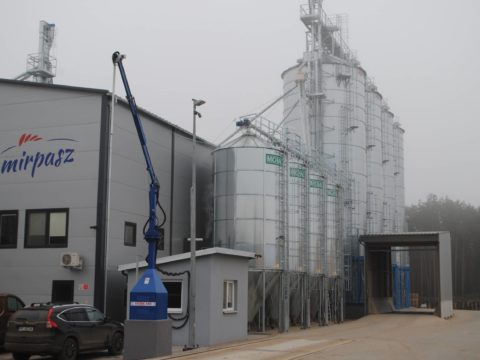 Feed mixer and silos scales